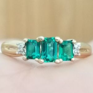 10k Solid Yellow Gold Three Stone Emerald Ring